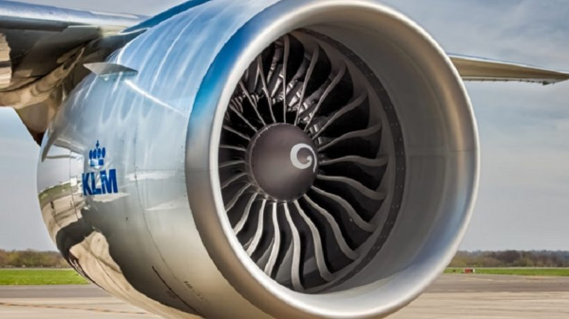 How does the jet engine of an airplane works?
