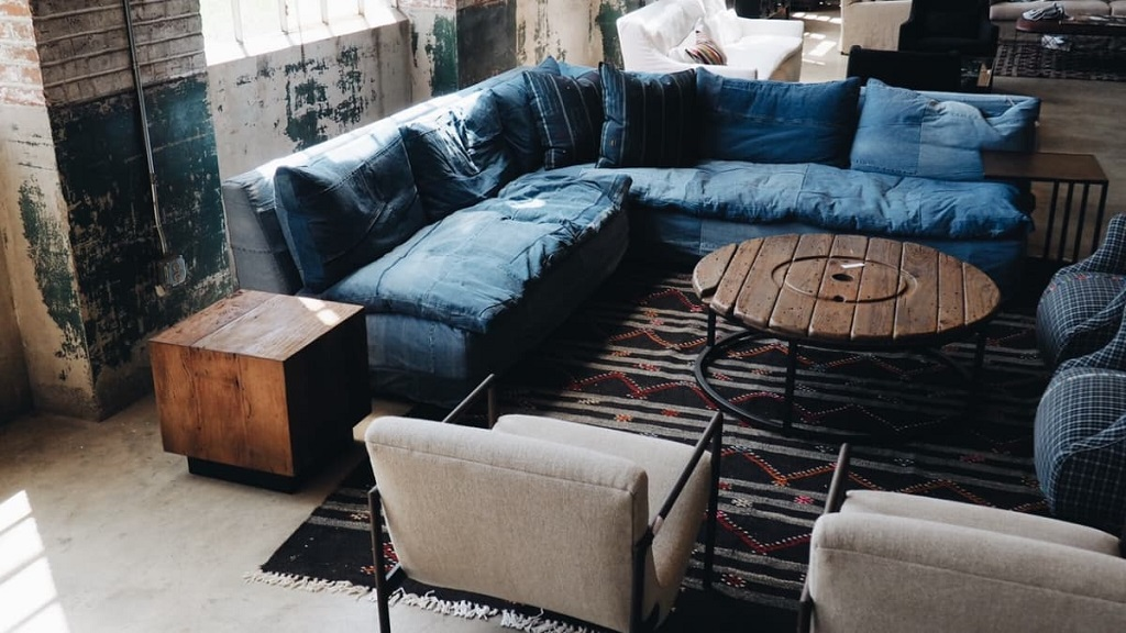 clean suede couch with vinegar